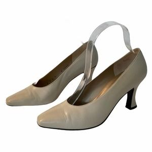 St. John Classic Heels Ivory with Black Patent Accent Size 7